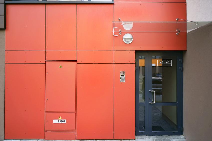 Szklany daszek oraz drzwi aluminiowe